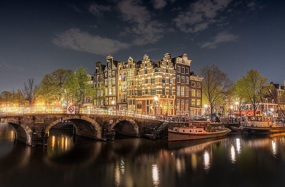 Holandija ukida socijalno distanciranje, uvodi kovid propusnicu