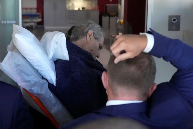 """Molim da pustite mog supruga na miru"": Prva dama Češke zamolila javnost da čeka strpljivo da predsednik Zeman ozdravi"