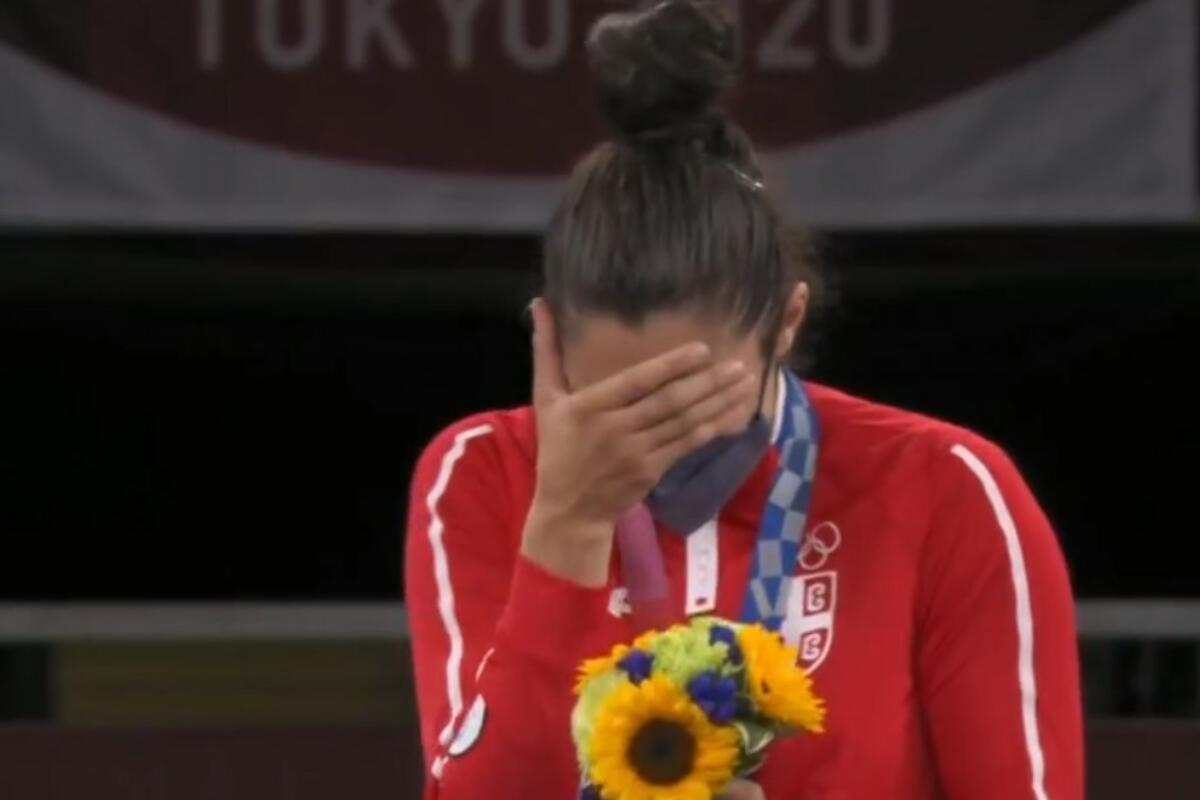 SUZE MILICE MANDIĆ OBIŠLE PLANETU: Srpska HEROINA sama sebi dodelila ZLATNU medalju, pa ZAPLAKALA! (FOTO)