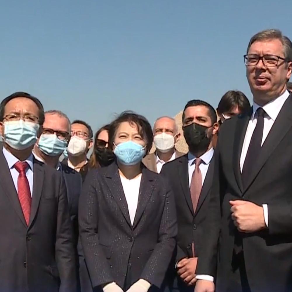 Vučić prisustvuje početku radova na putu Novi Beograd - Surčin (FOTO)