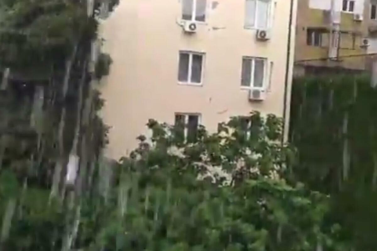 KIJAMET U BEOGRADU: Grad pada svuda, stopilo se nebo sa zemljom! (VIDEO)