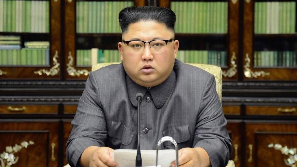 """Azija i politika: Severna Koreja upozorava omladinu na korišćenje južnokorejskog slenga i slušanje muzike koja je """"opaki rak"""""""