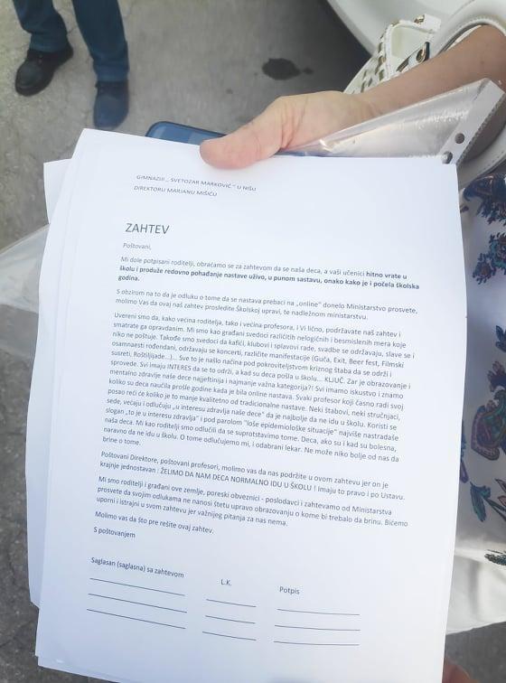 Roditelji na protestu u Nišu potpisali zahtev za povratak u školu