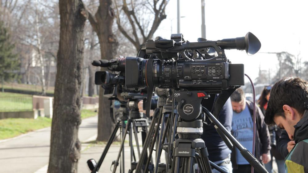Mreža SafeJournalists osudila napad na srpske i albanske novinare u Kosovskoj Mitrovici
