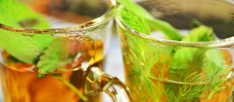 SAMO DVA SASTOJKA: OVAJ čaj smanjuje nadutost i TOPI kilograme!
