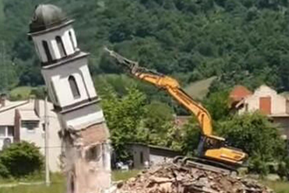 RUŠENJE CRKVE POZDRAVILI APLAUZOM: Evo kako je proteklo demoliranje hrama u Konjević polju! VIDEO
