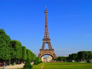 Ајфелов торањ, знаменитост испред које се сликао сваки посетилац Париза