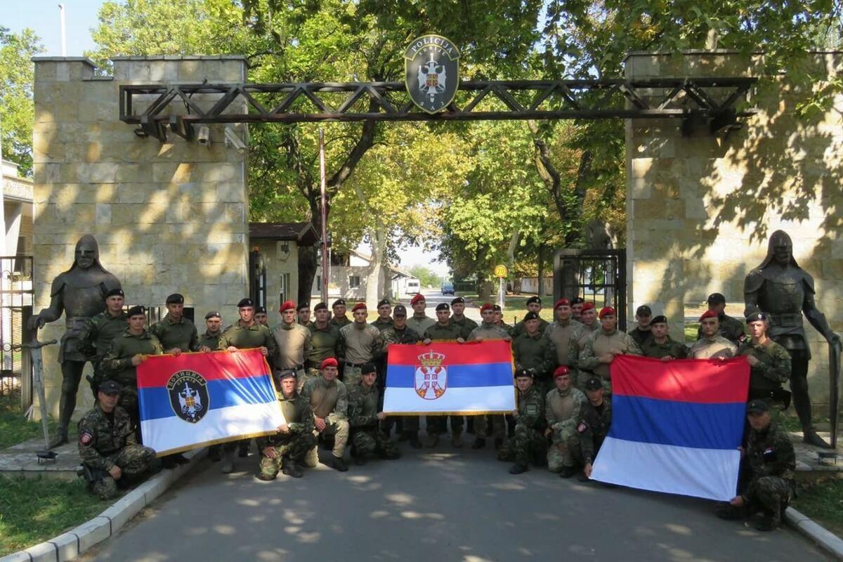 IDENTITET: Srbija uz trobojku i plotune DEMONSTRIRALA NACIONALNO JEDINSTVO! Građani s ponosom započeli proslavu praznika
