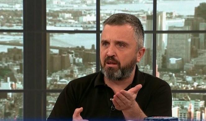 DOSTA ZLOČINA! Najnovija kolumna Dragana J. Vučićevića - GAZDA ĐILAS PLAĆA, MARINIKA ODRAĐUJE