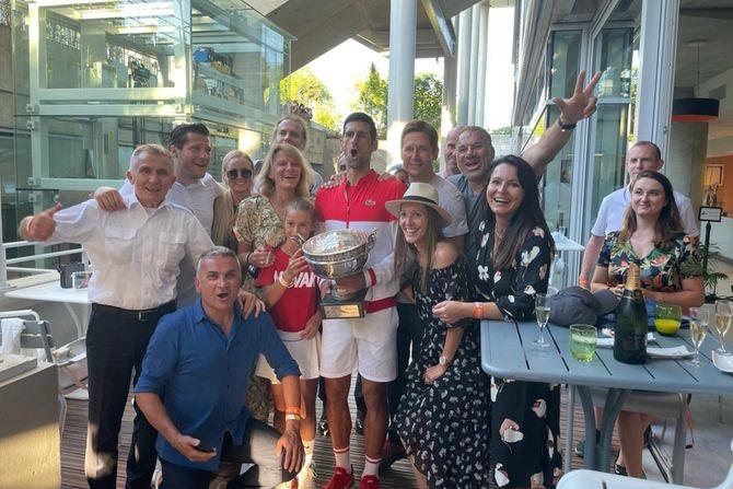 Novak sa porodicom i prijateljima proslavio titulu: Pogledajte ekskluzivne fotografije iz Pariza
