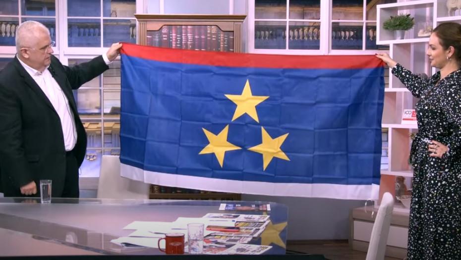 ŠOKANTNO Čanak u studio doneo zastavu Vojvodine na Dan srpskog jedinstva! Gledaoci pobesneli kad su ovo videli
