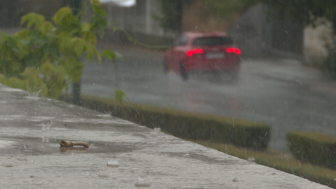 Olujno nevreme u Sarajevu i većem delu BiH, potopljene saobraćajnice