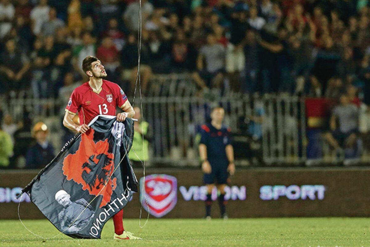 DRON SA ZASTAVOM VELIKE ALBANIJE LETEO JE IZNAD STADIONA PARTIZANA! Pre sedam godina Albanci su izazvali prekid meča sa Srbijom