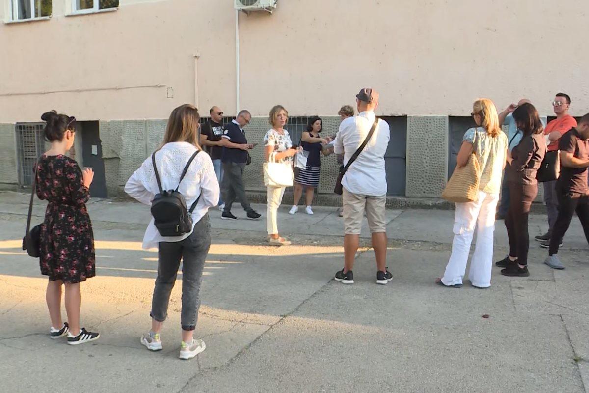 Deo roditelja gimnazijalaca u Nišu zahteva dolazak učenika na regularnu nastavu