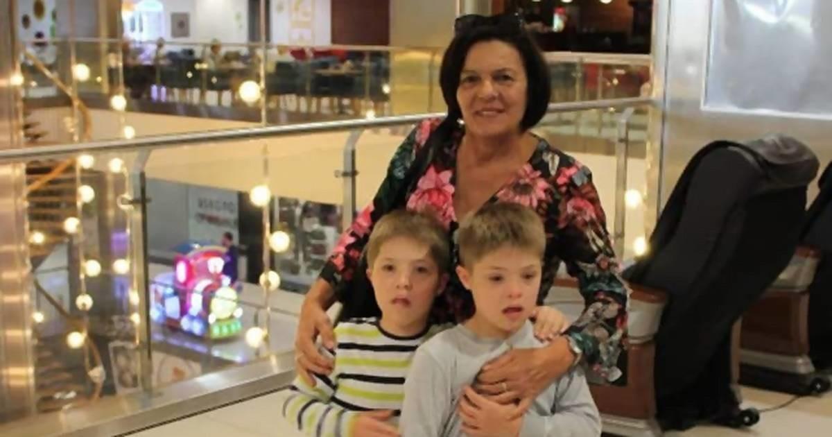 Mira žena sa najvećim srcem - usvojila dva dečaka sa Daunovim sindromom nakon što ih je majka napustila