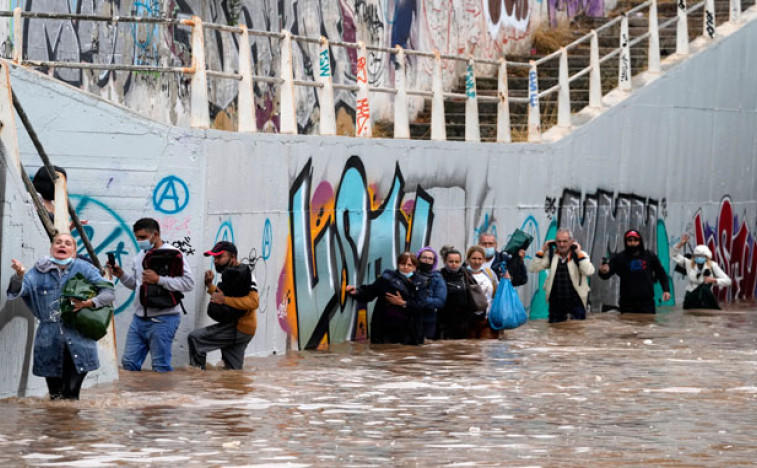 Олуја и поплаве погодиле Атину и острво Евију