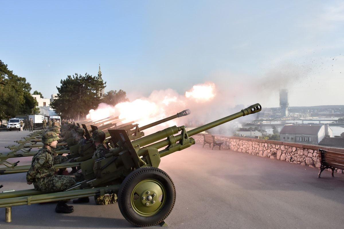 FOTO: Počasna artiljerijska paljba na Kalemegdanu povodom Dana srpskog jedinstva