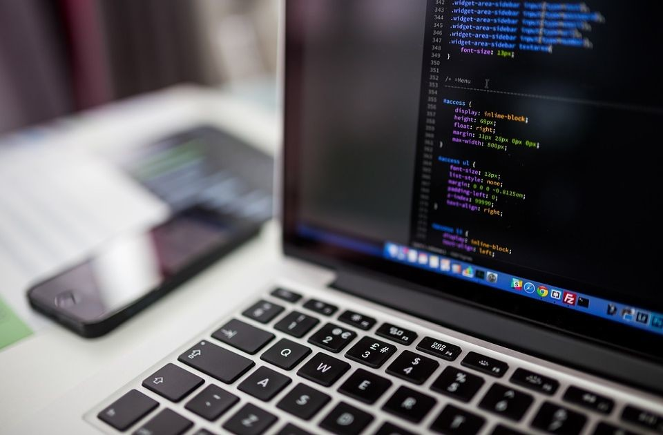 Programer iz Niša poklanjao program za pomoć zdravstvu, država ga ignorisala i platila Telekomu