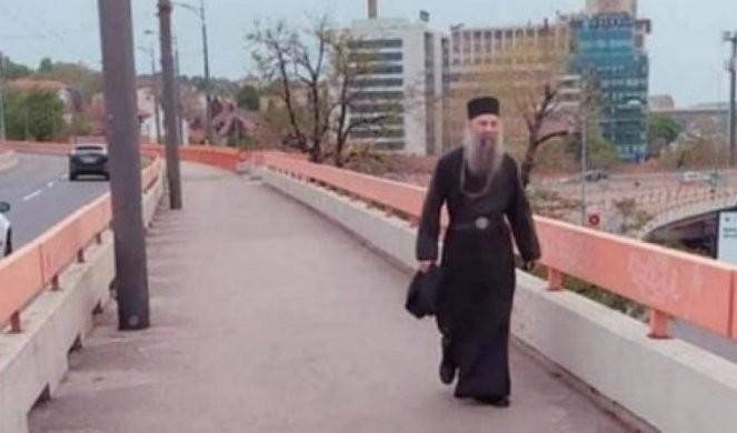 JEVANĐELSKI PUT OD 9 KILOMETARA! Patrijarh Porfirije ne koristi službeni automobil - svakog dana pešači do Patrijaršije! /FOTO/