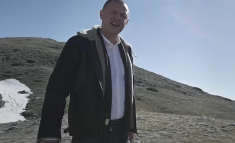 """""""Stihovi odvzanjaju u ušima"""" Nemanja Radonjić jedan je najboljih klubskih pevača, a ova njegova pesma je oduševila sve"""