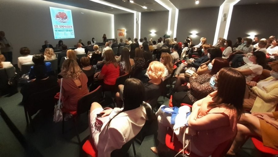 BLEDI NJIHOV TRUD: Medicinske sestre i tehničari okupili se u Trebinju