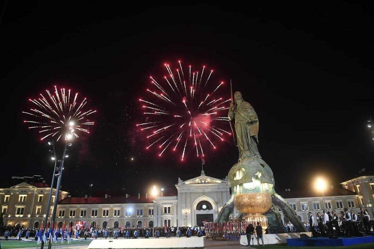 VELIČANSTVENI PRIZOR: Proslava Dana srpskog jedinstva završena spektakularnim vatrometom (VIDEO)