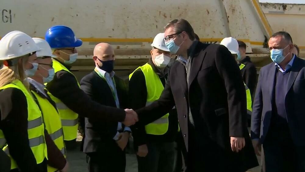 POČELA GRADNJA NOVE SAOBRAĆAJNICE NOVI BEOGRAD-SURČIN! Predsednik Srbije obišao radnike i saopštio rok!