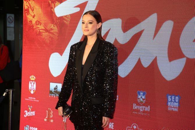 Kao holivudska diva: Milena Radulović pokazala kako odelo može biti elegantnije od haljine