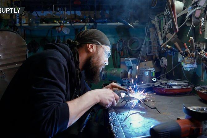Od hobija do ozbiljnog biznisa: Andrej je ostavio direktorsku fotelju da bi kovao figure od gvožđa