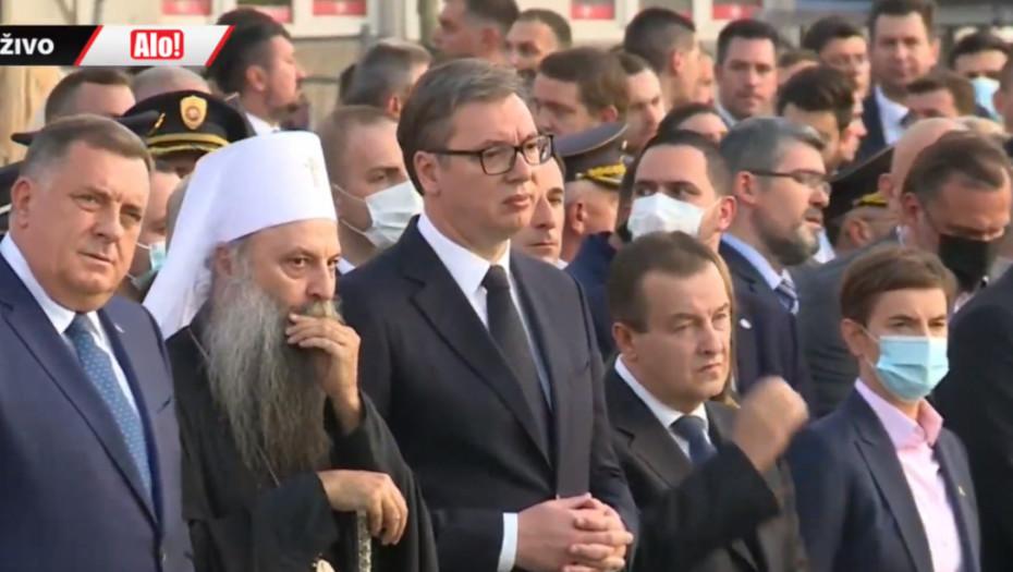 (UŽIVO) DAN SRPSKOG JEDINSTVA, SLOBODE I NACIONALNE ZASTAVE Vučić, Dodik i patrijarh Irinej kod spomenika Stefanu Nemanji (VIDEO)