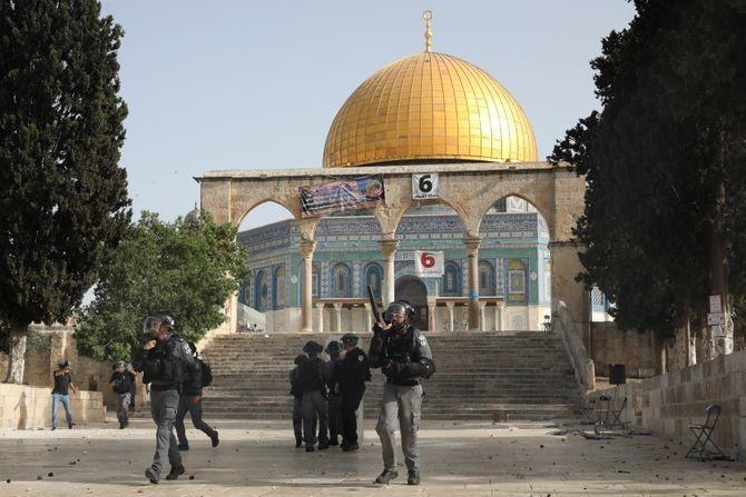 Ponovo sukobi kod Al Akse: Palestinci bacali kamenice na izraelsku policiju