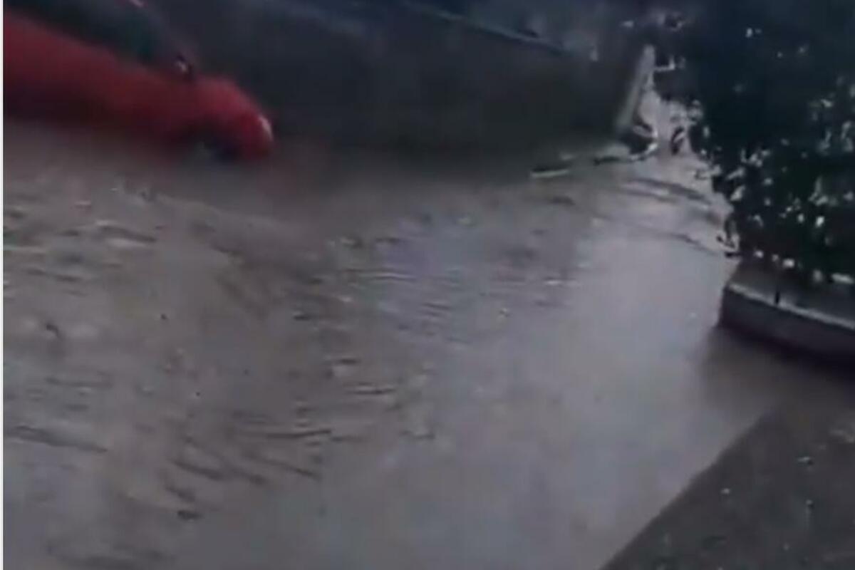 VOŽDOVAC POPLAVLJEN: Snimak porodičnih kuća pod vodom obilazi internet