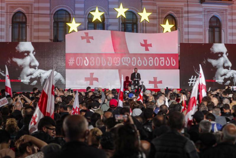 MASOVNI PROTESTI ZA OSLOBAĐANJE SAKAŠVILIJA: U Tbilisiju se za podršku bivšem predsedniku Gruzije okupilo 50.000 FOTO, VIDEO