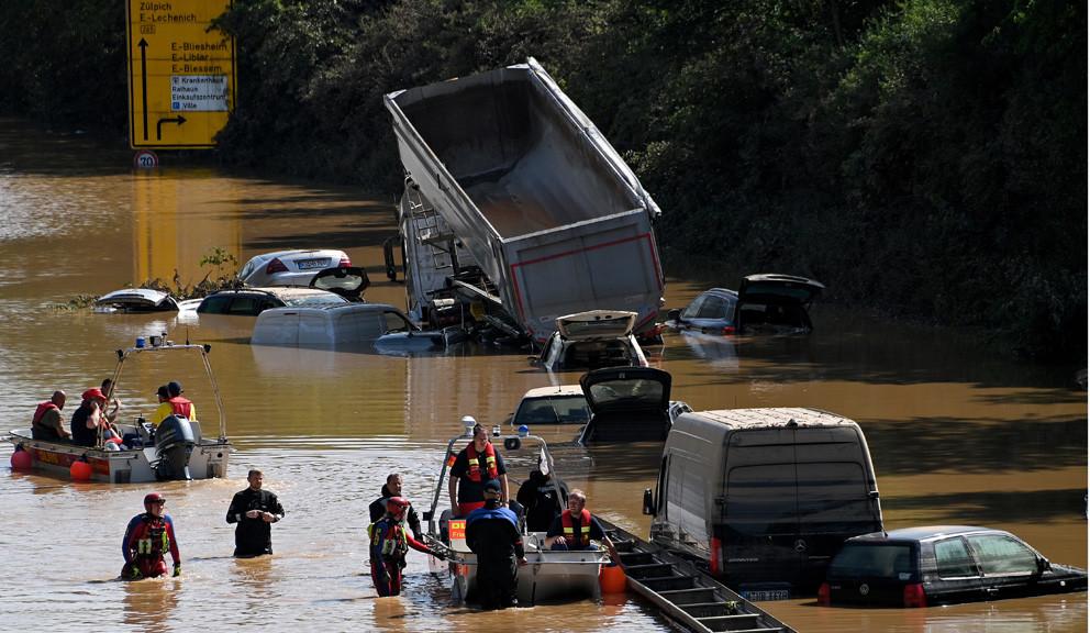 Merkel obišla poplavljene oblasti, obećala pomoć i bržu borbu protiv klimatskih promena
