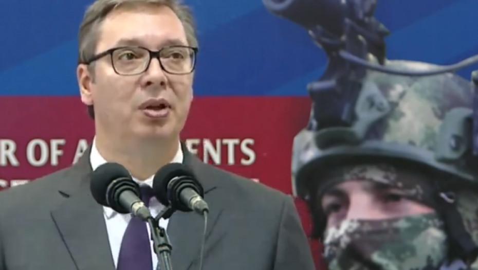 VUČIĆ STIGAO U RAŠKU! Predsednik Srbije posetio vojnike, nakon toga obilazi žandarmeriju
