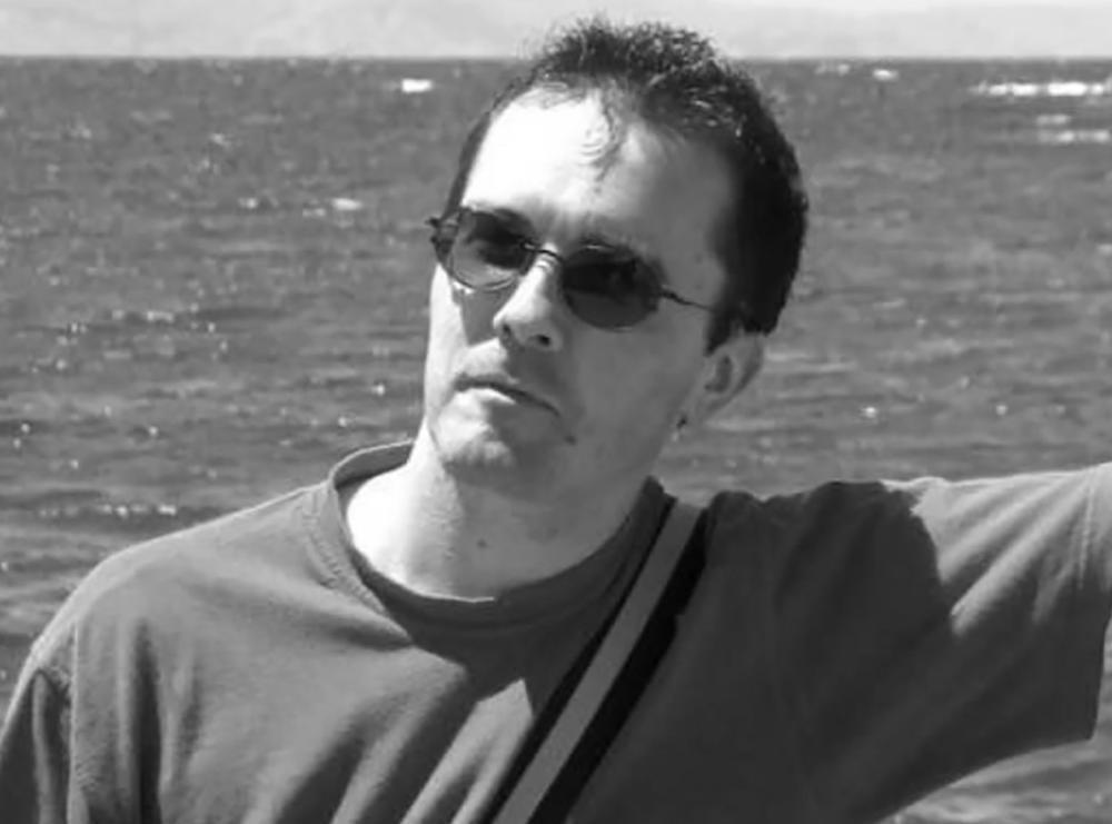 OVO JE NASTAVNIK KOJEM JE UČENIK ODRUBIO GLAVU U PARIZU: Dobijao je pretnje smrću, strahovao je za svoju bezbednost (FOTO, VIDEO)